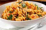 Pasta with chilli, chicken and chickpea sauce