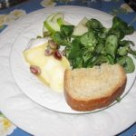 Mache with warm brie and apples Recipe
